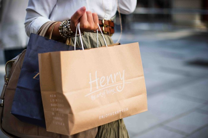Compras - Shopping - Outlets - Photo by Jacek Dylag on Unsplash