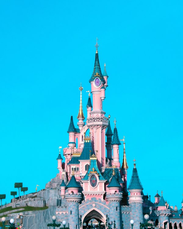 Disneyland Paris - Photo by Luca Baini on Unsplash