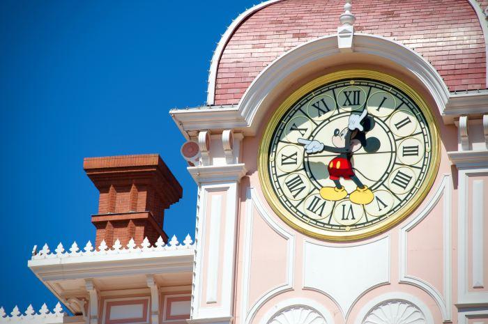 Quais são as vantagens de se hospedar em um hotel da Disney em Orlando?