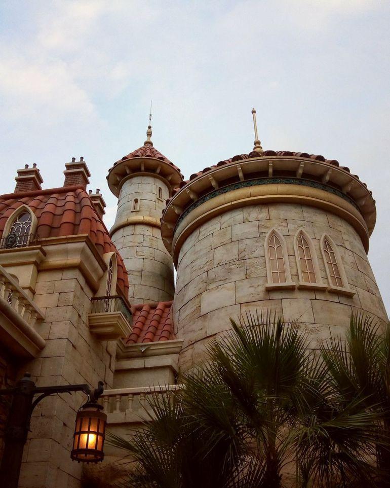 Detalhe do castelo do Príncipe Eric, sob o qual fica a atração Under the Sea: Journey of the Little Mermaid