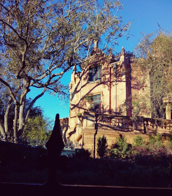 A Haunted Mansion é uma das atrações mais clássicas da Disney